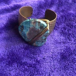 Jewelry - EUC Beautiful Blue and gold tone Bracelet